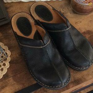 Very good condition black Born clogs